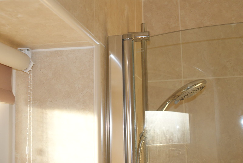 Tips for Removing Soap Scum from Shower Screens